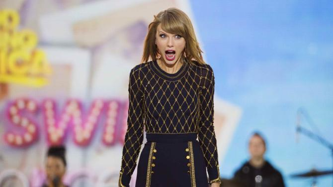 """Singer Taylor Swift performs on ABC's """"Good Morning America"""" to promote her new album """"1989"""" in New York"""