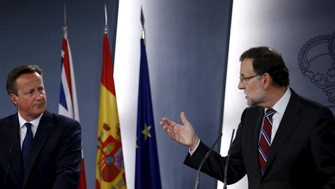 Britain's PM Cameron and Spain's PM Rajoy attend a joint news conference at Moncloa palace in Madrid