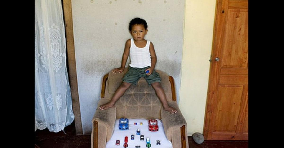 20+ Kids Around The World Showing Their Fav Toys