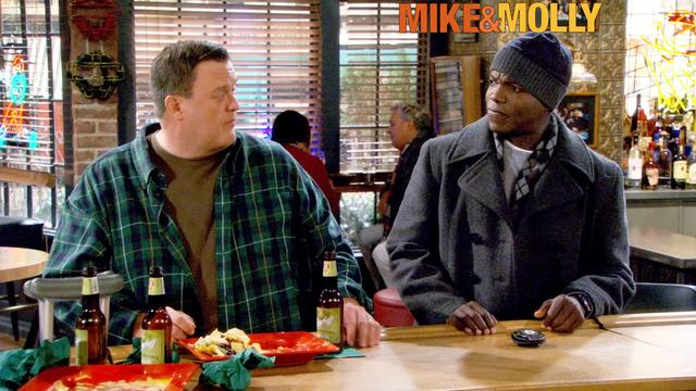 Mike & Molly - Losing The Shield