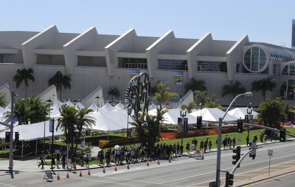 Fans walk past the Hall H line up area outside the San Diego Convention Center as they head to the Preview Night event on Day 1 of the 2013 Comic-Con International Convention on Wednesday, July 17, 2013, in San Diego. (Photo by Denis Poroy/Invision/AP)