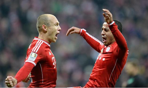 Bayern Munich's Arjen Robben (L) and Thiago Alcantara celebrate after scoring during their Bundesliga match against Schalke 04 in Munich on March 1, 2014