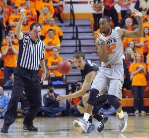 No. 10 Gonzaga edges No. 22 Oklahoma State 69-68