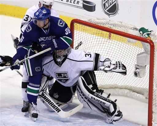 Brown helps Kings beat Canucks for 2-0 series lead