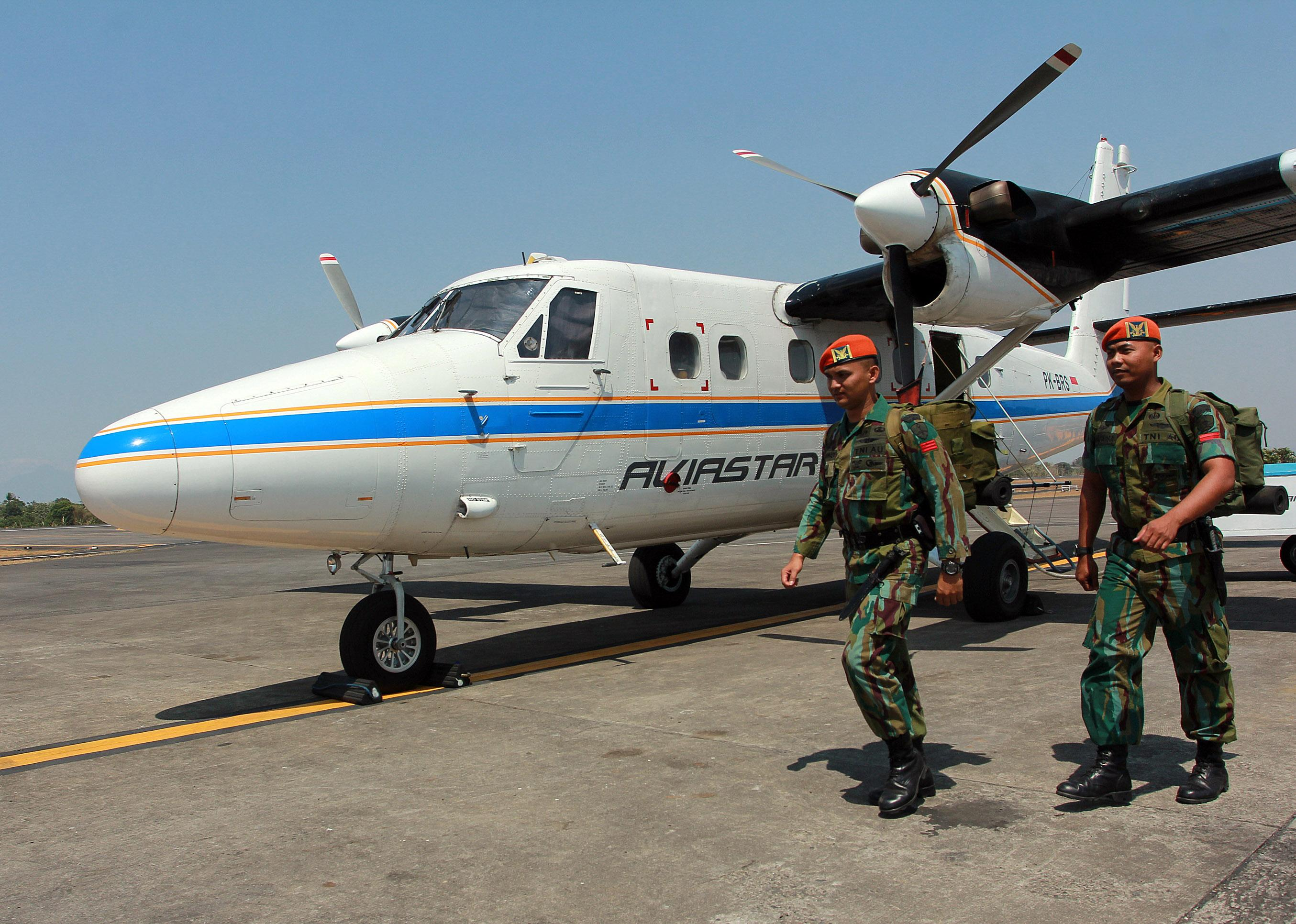 Search fails to locate missing Indonesian plane for 2nd day