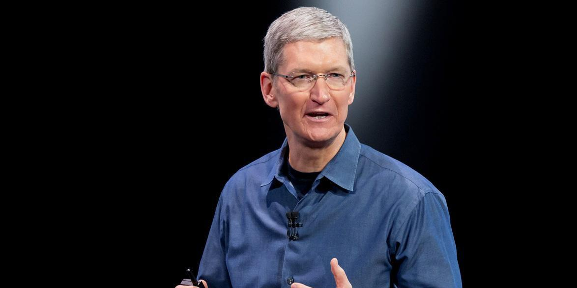 Tim Cook deletes blurry Super Bowl photo after Twitter taunts