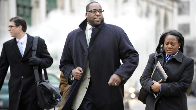 FILE - In this Jan. 7, 2013 file photo, former Detroit Mayor Kwame Kilpatrick, center, heads to federal court in Detroit. Kilpatrick will spend this weekend in prison as a penalty for 14 parole violations, a state spokesman said Friday, Jan. 25, 2013. Kilpatrick is to report to the Detroit Reentry Center Friday afternoon and will be released from custody early Monday.   (AP Photo/Detroit News,David Coates)  DETROIT FREE PRESS OUT; HUFFINGTON POST OUT