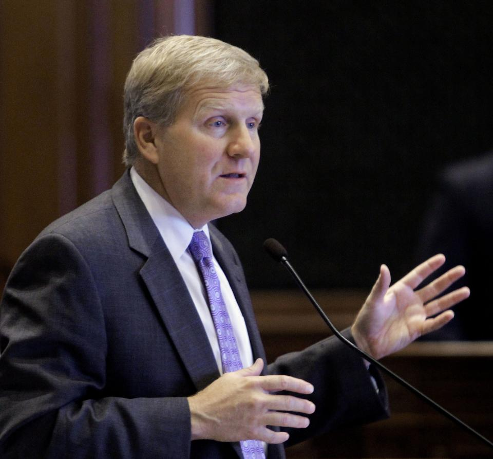 Illinois House Minority Leader Tom Cross, R-Oswego, argues legislation while on the House floor during veto session at the Illinois State Capitol Thursday, Oct. 27, 2011 in Springfield, Ill. (AP Photo/Seth Perlman)