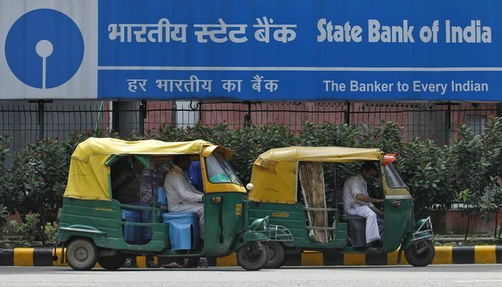 Loan recovery eludes India's banks, even as growth rate beats China