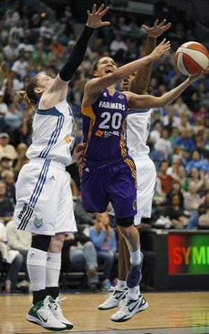Augustus scores 25 to rally Lynx past Sparks