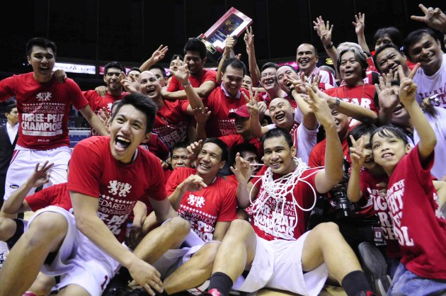 The Red Lions celebrate their third straight title and 17th overall. (Angela Galia/NPPA Images)