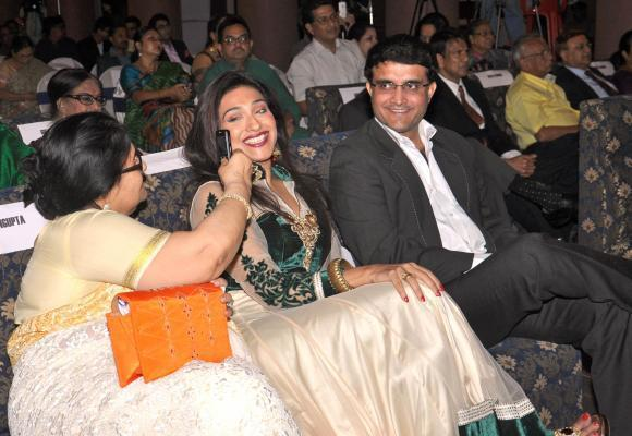 (R to L) Former Indian cricket captain Sourav Ganguly, actress Rituparna Sengupta and her mother Nandita Sengupta during `Ratnagarbha` on International Women`s Day program in Kolkata on March 8, 2014.