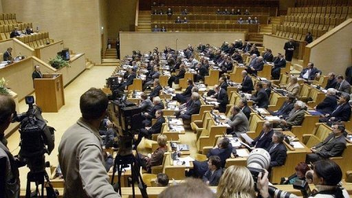 A session of LIthuania's parliament in 2003. A senior Lithuanian lawmaker died Monday in a radio studio just a minute before he was due to go on air for a talk show, the programme's editor said.
