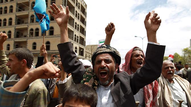 Supporters of Shiite Zaidi rebels chant slogans during a demonstration calling for the government to resign on August 29, 2014, in the capital Sanaa