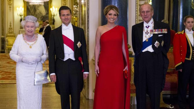 Britain's Queen Elizabeth, Mexico's President Enrique Pena Nieto, his wife Angelica Rivera and Prince Philip pose for a photograph before a state banquet at Buckingham Palace in London