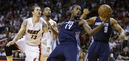 Heat win 26th straight, top Bobcats 109-77