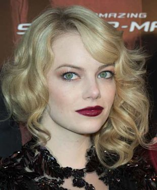 Emma Stone Works Some Gothic Glamour Beauty at the Spiderman Premiere