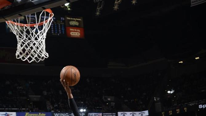 Mills, Duncan lead Spurs past Bucks 110-82