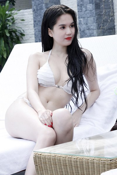 Ngc Trinh khoe dng sexy trong ln u ng phim