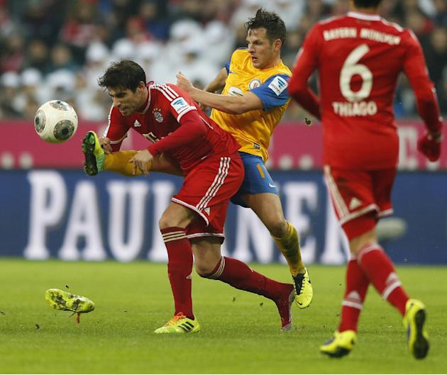 Bayern's Javier Martinez of Spain, foreground, and Braunschweig's Kevin Kratz challenge for the ball during the German first division Bundesliga soccer match between FC Bayern Munich and Eintracht Bra