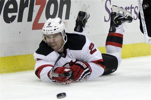 Penguins bounce back, beat Devils 5-2