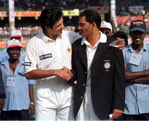 Pakistani cricket team captain Wasim Akram (L) and