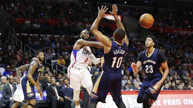 Los Angeles Clippers' Chris Paul, center left, passes the ball under pressure by New Orleans Pelicans' Eric Gordon during the first half of an NBA basketball game, Friday, Nov. 27, 2015, in Los Angeles. (AP Photo/Jae C. Hong)