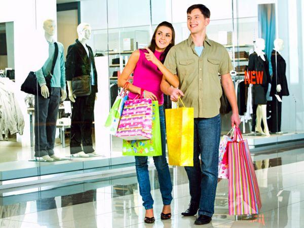 Shop hop: Guys hate shopping and the ones who make a trip to the mall or the stores once in gazillion years need to be guided on what is to be bought.  Offer help to the guy of your dreams as he shops