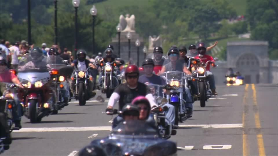 Thousands of bikers gather in Washington to honor vets
