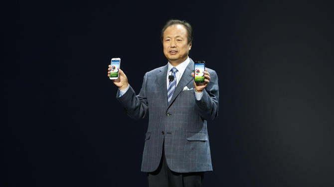JK Shin, President and Head of IT and Mobile Communications for Samsung Electronics, presents the new Samsung Galaxy S 4 during the Samsung Unpacked event at Radio City Music Hall, Thursday, March 14, 2013 in New York. (AP Photo/Jason DeCrow)