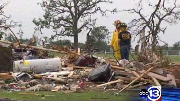 Cleanup begins for many N. Texas tornado victims