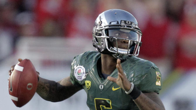 Oregon quarterback Darron Thomas prepares to throw during the second half of the Rose Bowl NCAA college football game against Wisconsin, Monday, Jan. 2, 2012, in Pasadena, Calif.  (AP Photo/Jae C. Hong)