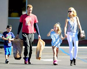 "PICTURE: Gwyneth Paltrow, Chris Martin Shop at Toys ""R"" Us With Kids"