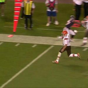 Cleveland Browns quarterback Johnny Manziel scrambles for 22 yards