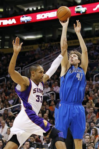 Carter, West lead Dallas rout of Nash-less Suns