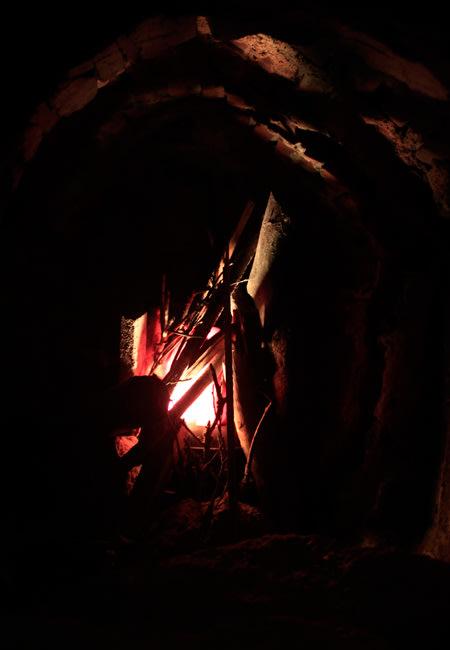 Ở đây còn có những lò sưởi để sưởi ấm trong những ngày đông giá lạnh.