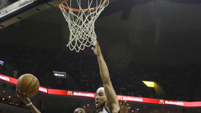 Los Angeles Clippers' Chris Paul (3) goes to the basket in front of Memphis Grizzlies' Jerryd Bayless, center, and Tayshaun Prince (21) during the first half of Game 6 in a first-round NBA basketball playoff series in Memphis, Tenn., Friday, May 3, 2013. (AP Photo/Danny Johnston)