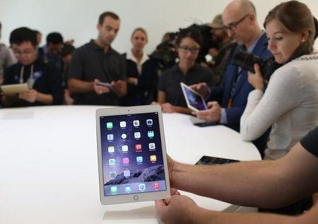 Apple partners with Cisco to boost enterprise business