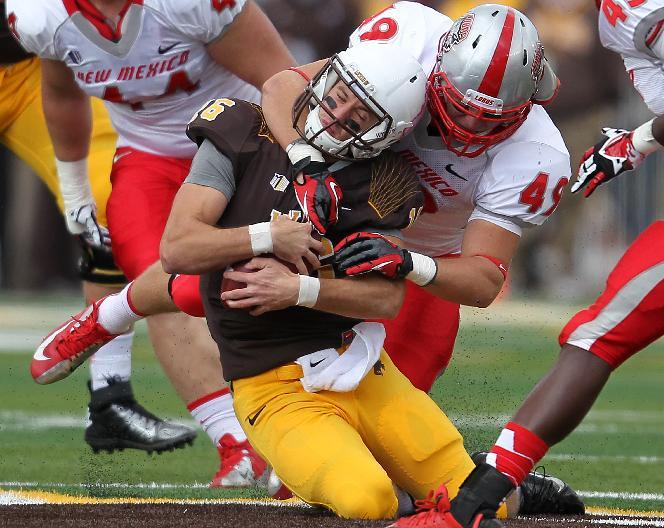 Smith leads Wyoming past New Mexico 38-31