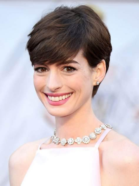 Anne Hathaway stuns at the 2013 Oscars -- Getty Images