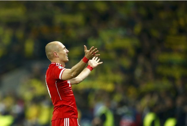 Bayern Munich's Robben thanks the fans after defeating Borussia Dortmund during their Champions League Final soccer match at Wembley Stadium in London