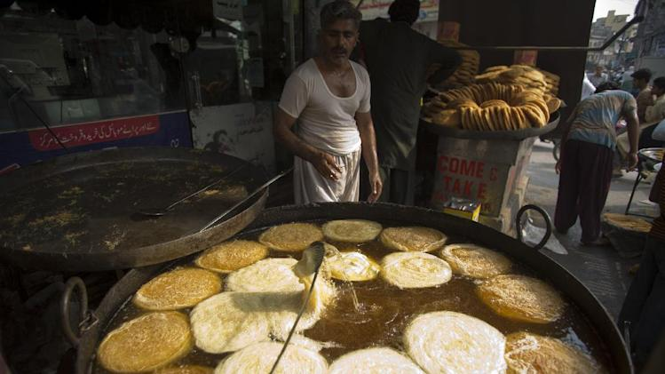 Pakistani vendors prepare a traditional vermicelli during the holy month of Ramadan in Rawalpindi, Pakistan, Tuesday, July 22, 2014. During Ramadan, the holiest month in Islamic calendar, Muslims refrain from eating, drinking, smoking and other pleasures from dawn to dusk. (AP Photo/B.K. Bangash)