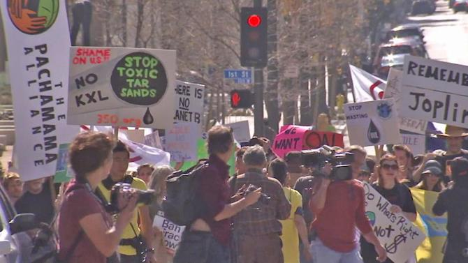 LA protesters call President Obama's attention to climate change
