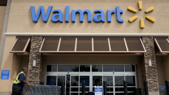 Bad weather hurts Wal-Mart in 1Q, outlook weak