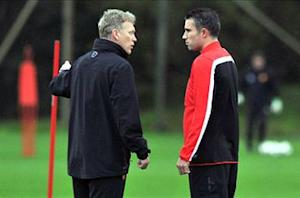 Van Persie back in full Manchester United training