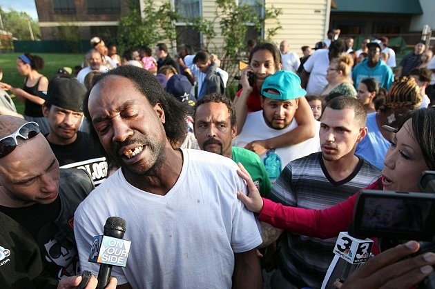 Charles Ramsey speaks to reporters in his Cleveland neighborhood on May 6. (AP)