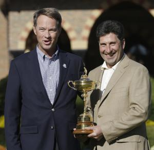 USA captain Davis Love III, left, and European captain Jose Maria Olazabal pose with the trophy at the Ryder Cup PGA golf tournament Monday, Sept. 24, 2012, at the Medinah Country Club in Medinah, Ill. (AP Photo/David J. Phillip)