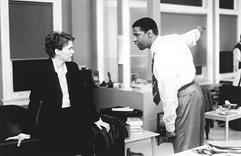 Annette Bening and Denzel Washington in The Siege