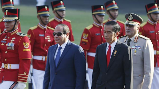 Visiting Egyptian President Abdel Fattah Al-Sisi inspects an honor guard with Indonesia President Joko Widodo during a welcoming ceremony at the Presidential Palace in Jakarta