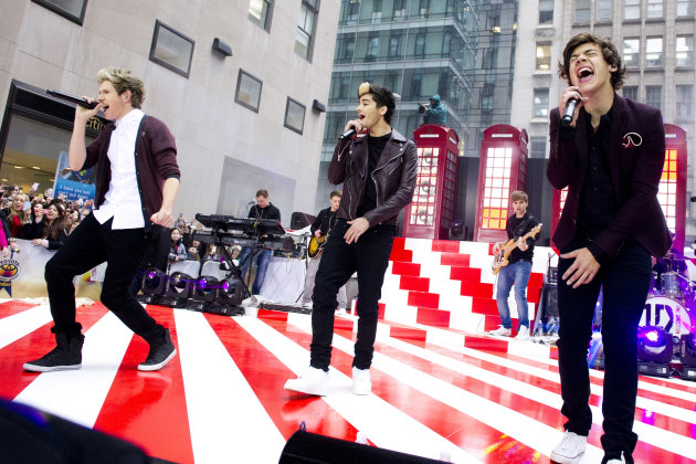 One Direction members, from left, Niall Horan, Zayn Malik and Harry Styles perform on NBC&#39;s &quot;Today&quot; show on Tuesday, Nov. 13, 2012 in New York. (Photo by Charles Sykes/Invision/AP)